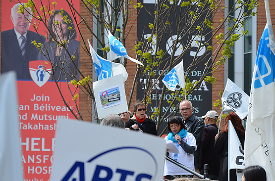 300 protest MUHC cuts outside Montreal General